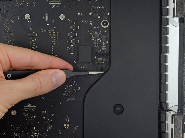 Gently pull the right speaker cable connector straight down and out of its socket on the logic board.