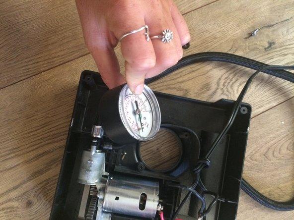 Remove the pressure gauge.
