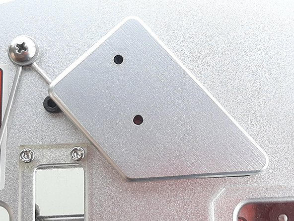 Em seguida remova a Capa do interruptor Switch.