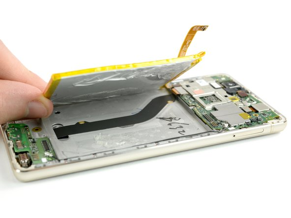 Be careful not to damage the display flex cable that runs underneath the battery in the center.