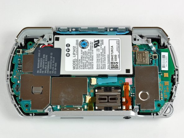 Image 3/3: Unlike the [guide|1170|Zune HD] or the [guide|595|iPod Classic], the Go uses no metal internal framework. In fact, it has no internal framework; all structural integrity is provided by the plastic outer cases.