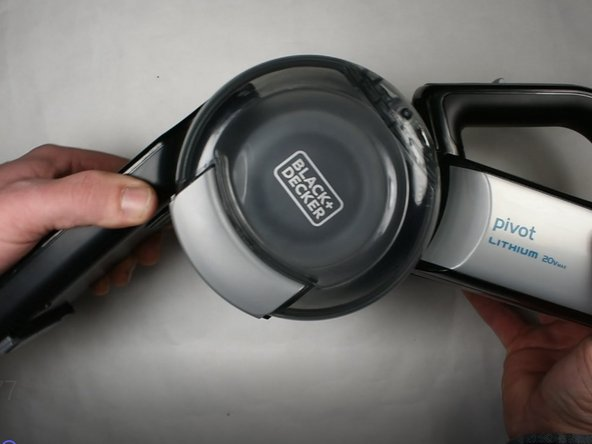 Rotate the dust filter chamber       counter-clockwise.