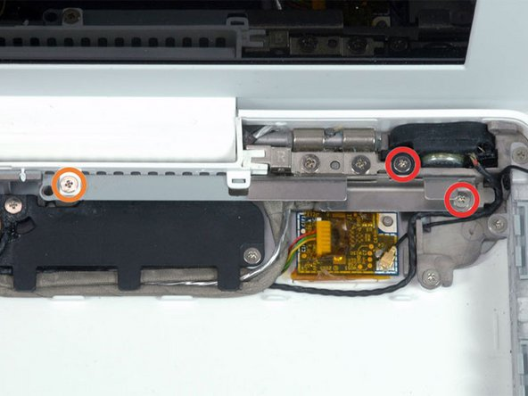 Image 1/1: Remove the following 3 screws: