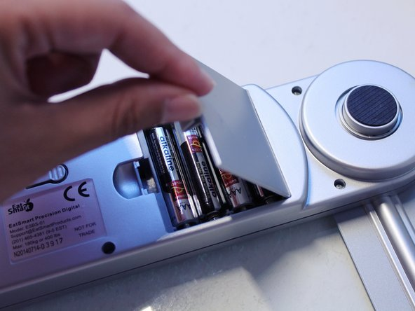 To open the battery compartment, use your finger to gentling push the tip to open the battery compartment.