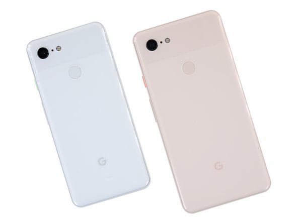 Before diving inside, lets take a look at the sleek exterior of the Pixel 3 XL alongside its smaller sibling.