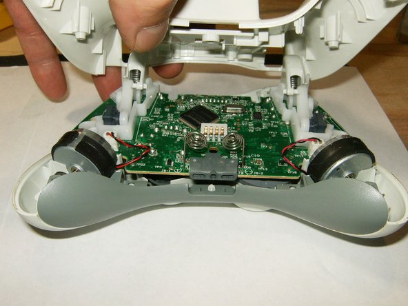 Image 1/3: Here is a view of the inside of the controller. Note the vibration motors having different counter weights.