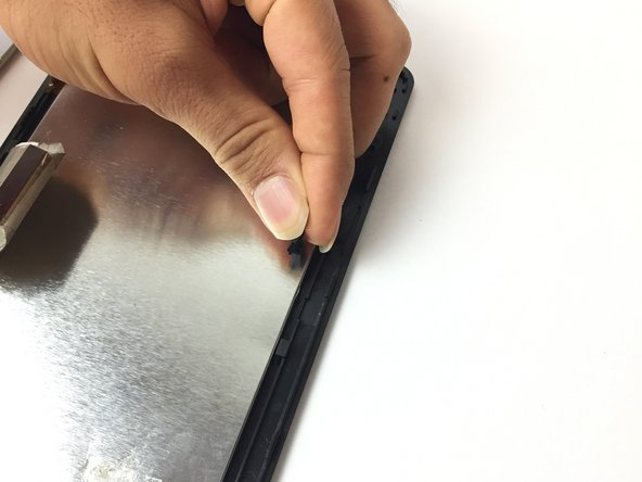 Image 2/3: Remove the two connectors with your fingers.