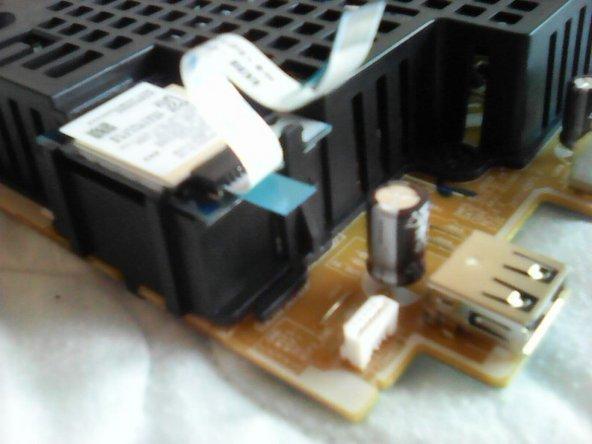 سیم داده بی سیم را حذف کنید. (چرا فقط 5 سیم وجود دارد؟ آیا مبدل USB درون آن پنهان است؟)