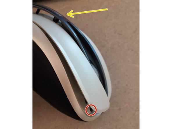 The last 2x 00 philips screws are located under the L and R click buttons.