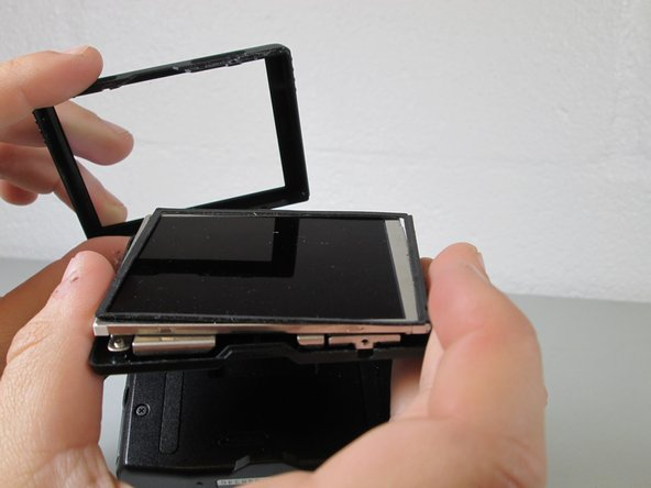 Image 1/2: Lift the rubber screen bumper off of the screen.