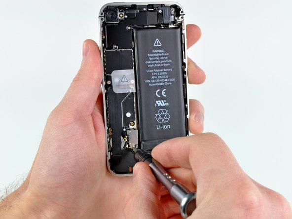 Image 1/3: The new battery also weighs less; it shrunk from 26.9 grams to 25.6 grams.