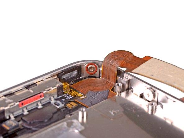 Открутите 1.5 мм Phillips(крестовой) винт рядом с разъёмом док-станции.