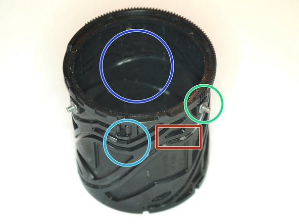 The inner tube moves all 4 lenses.