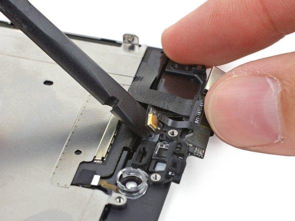 Détachez délicatement la partie microphone de la nappe de la bande adhésive qui la maintient à l'écran.