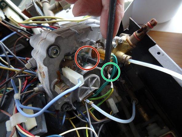 Die Inbusschraube, welche die Halterung der beiden Thermofühler festhält, ließ sich nicht leicht öffnen.