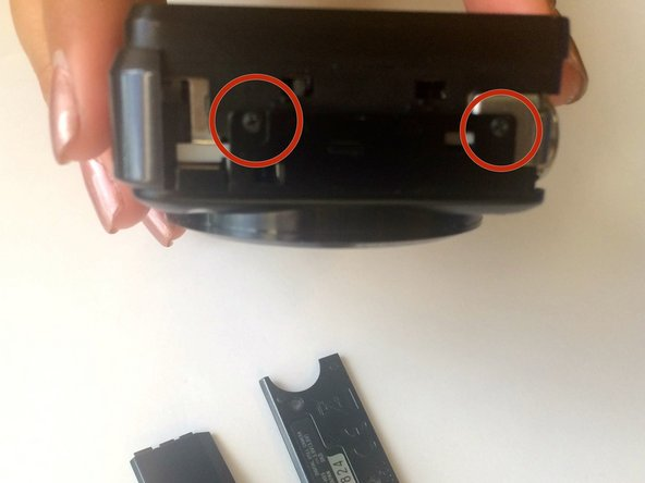 The first picture shows how the let side of the camera looks once we remove the side piece.