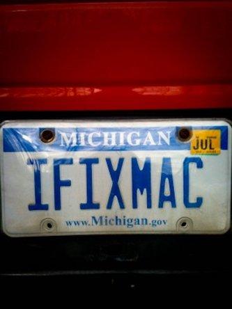 IFIXMAC licence plate on Jodi's Lakeshore Mac truck