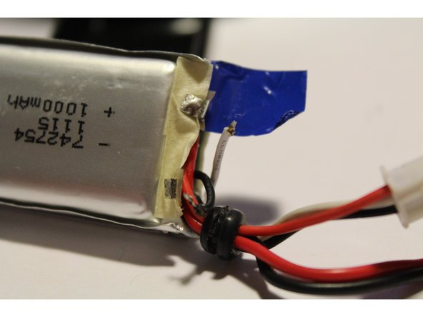 Do not short the battery cells or the metallic contacts on the internal PCB.