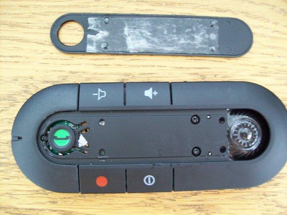 Image 1/1: links neben der grünen Taste befindet sich auch noch eine kleine Schraube