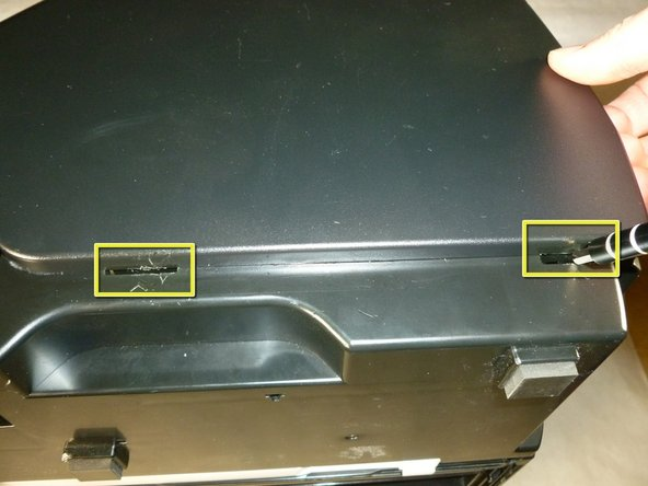 Image 2/3: Remove the side housing by pulling it outwards.