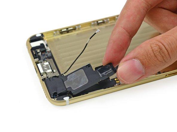 Il prossimo a uscire è il solitario altoparlante dell'iPhone 6 Plus.