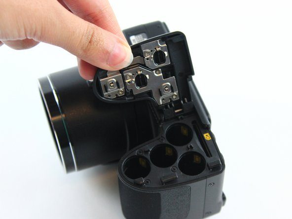 The inner battery housing has orientation stickers to show the way in which the batteries should be placed.