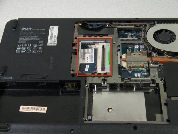 Las ranuras de RAM se encuentran en la esquina opuesta al ventilador de enfriamiento.
