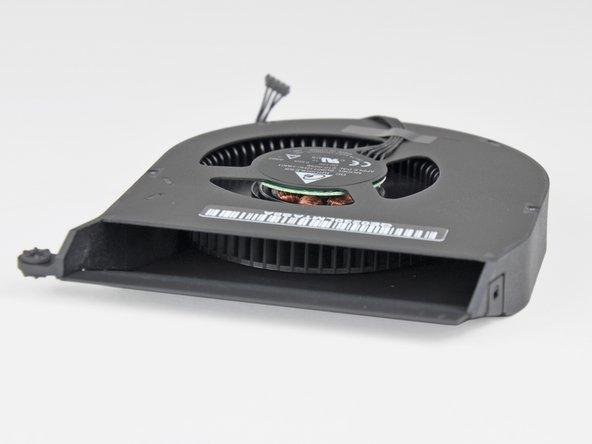 Image 2/2: The extremely high blade density of the blower pushes a good amount of air while keeping noise at a minimum.