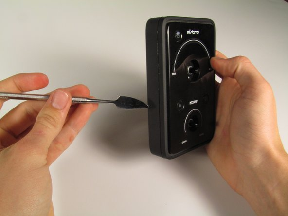 Image 1/3: Remove the input casing using your fingers.