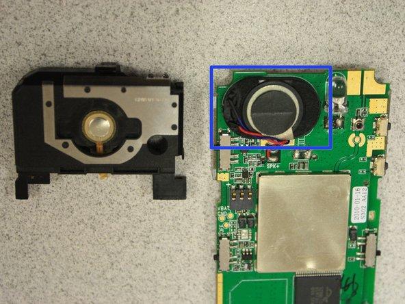 Pour retirer complètement le boîtier noir, dessoudez le câble du bouton SOS de la carte avec un fer à souder.