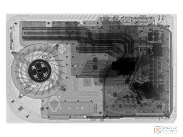 Du hast vielleicht mitgekriegt, dass die PS5 groß ist, aber zum Glück passt sie immer noch in das Röntgengerät von Creative Electron. Sie dir bloß diesen riesigen Lüfter und all diese überlappenden Kühlrohre an, das sieht aus wie ein Autobahnkreuz.