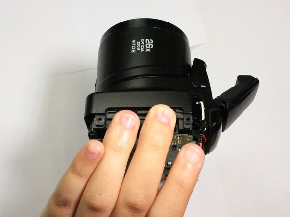 Position the fingers of one hand on the inner frame and the other hand around the lens barrel.