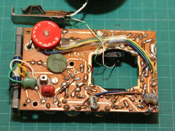 Image 1/1: Unlike modern electronics, you can tell this radio was assembled and soldered by hand.