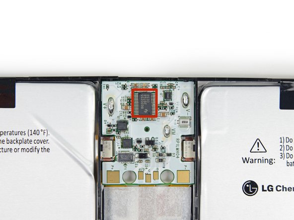 Image 3/3: Instead, look to better power management and the [http://www.theverge.com/2013/9/23/4761614/microsoft-surface-pro-2-tablet-announcement|Haswell i5 chip|new_window=true], which ensures that the tablet drinks in moderation.