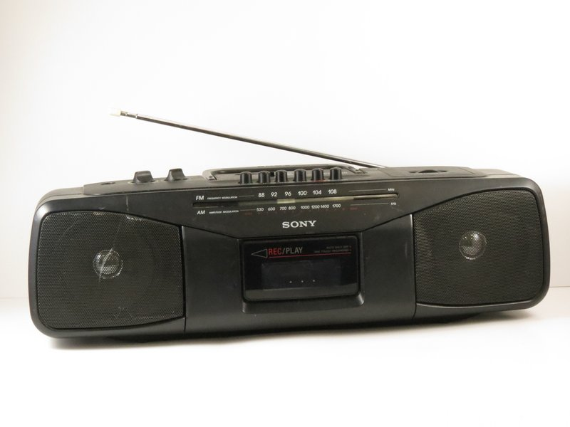 a82b97f855d1 Sony CFS-204 Radio Cassette-Recorder. The CFS-204 is a 90's style analog AM/ FM ...
