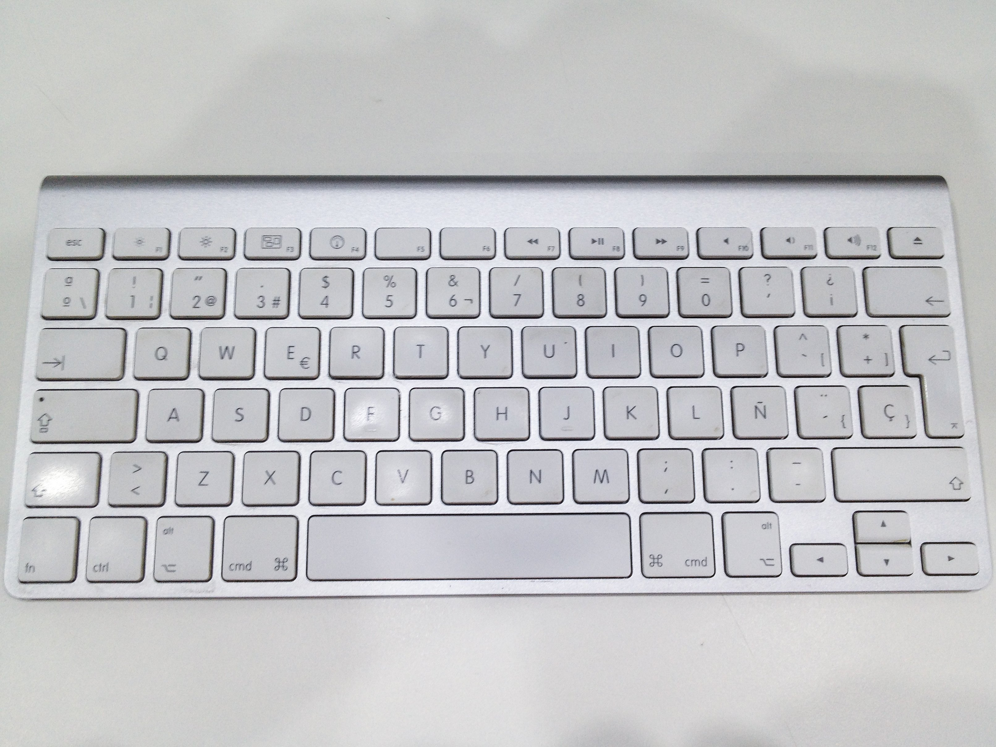 8a2cc7459a9 Apple Wireless Keyboard (A1255) Teardown - iFixit