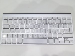 Apple Wireless Keyboard (A1255) Teardown