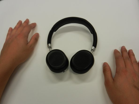 Pull the cushion off of the desired side by gripping the top of the headphones and pulling the cushion off.