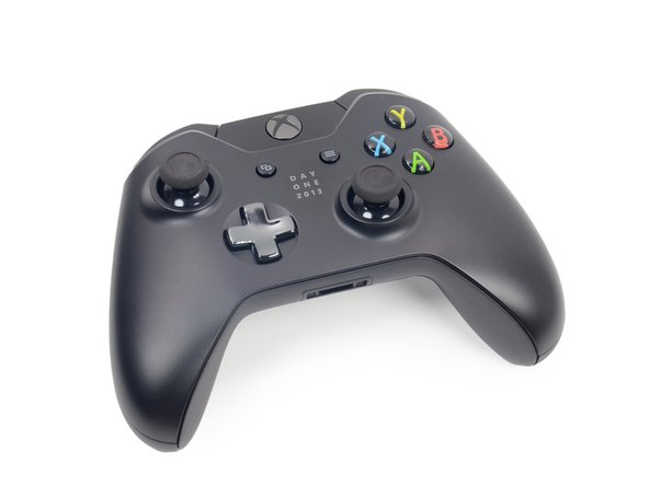Image 1/2: The design of the Xbox One controller builds on that of the Xbox 360 controller, with a few updates.