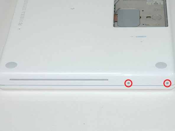 Image 1/1: It is not necessary to remove the similar screws on the other side of the computer.
