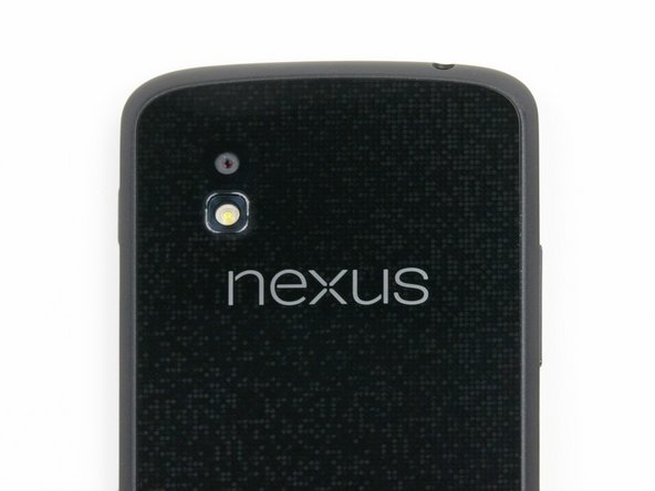 Perhaps we spoke too soon about the Nexus 4 not clamoring for attention. Upon closer inspection, the back of the phone shows off one of our favorite features: sparkles!
