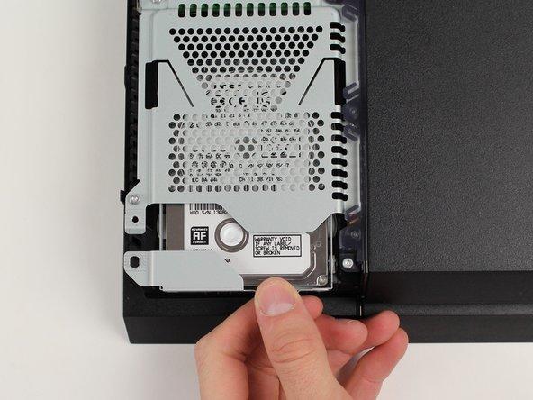 Faites glisser le disque dur vers l'avant pour l'enlever.