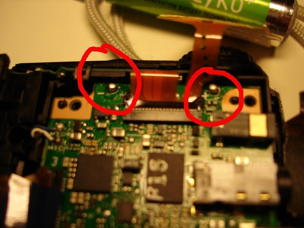 "In the second picture, you can see that near the pins, there is a ""+"" and a ""-"" sign. Here, by gently pressing them with a screwdriver, I noticed that one of them was completly loose. That is the reason of the problem."