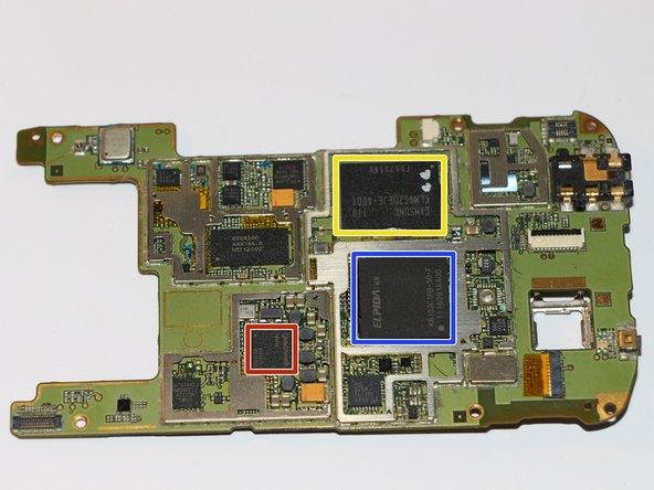 So sieht die Platine schließlich aus. Ich konnte lediglich 3 Chips identifizieren.