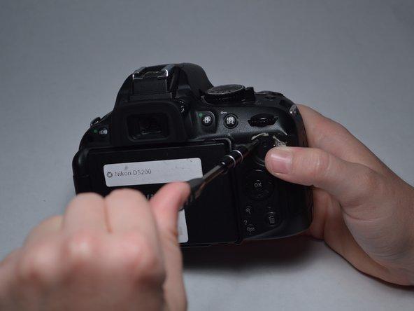 Image 2/2: Remove the 4-mm screw.