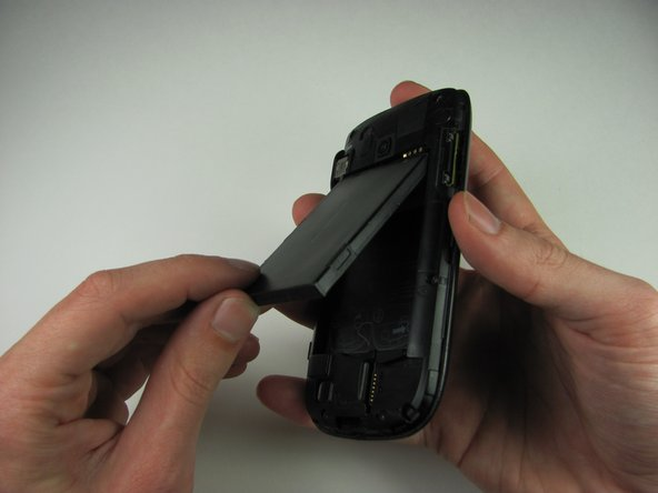 Image 1/2: When reassembling, make sure that the battery contacts match up.