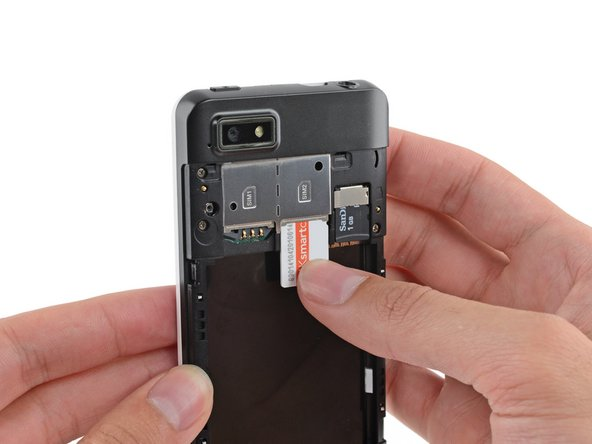 Remove the SIM card from your Fairphone.