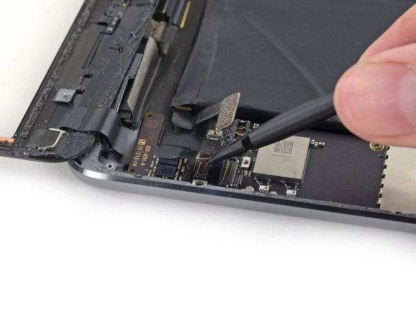 Use the flat end of a spudger to lift the digitizer cable connector straight up off of its socket.