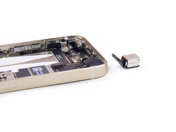 The back of the iSight camera is labeled DNL333 41WGRF 4W61W.