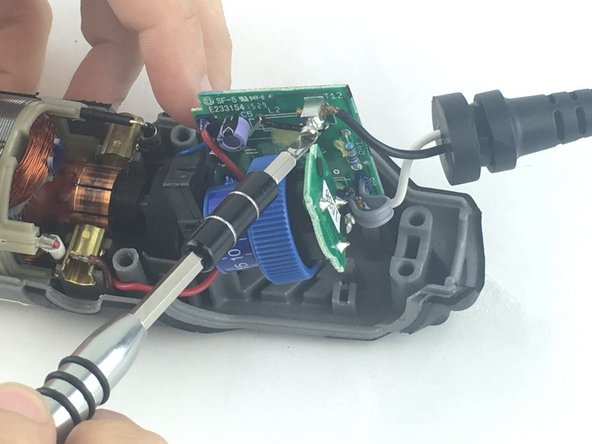 Image 1/1: Loosen the screw just enough to remove the wire by gently pulling it with your hand.
